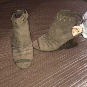 Women's open toe brand new heels size 9.5
